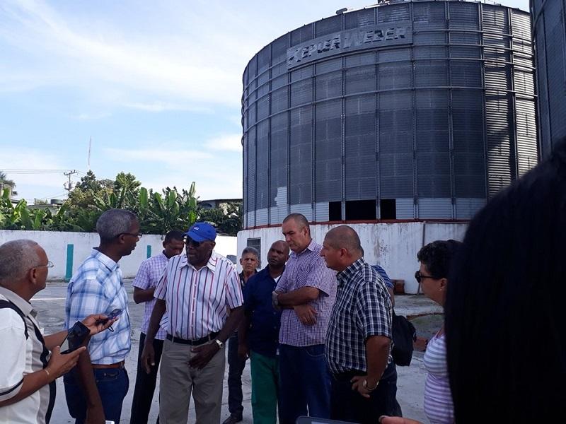 Visita Salvador Valdés Mesa entidades productivas de Guanabacoa