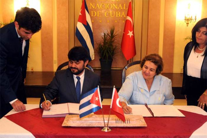 Firman Cuba y aerolínea Turkish Airlines memorando de entendimiento