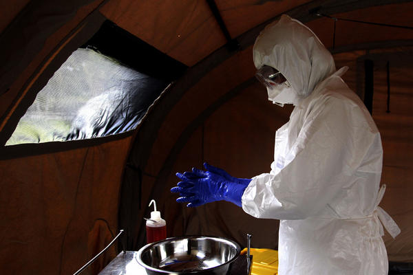 Washington Welcomes Possibility of Working along Cuba on Ebola