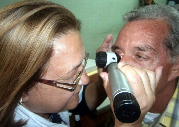 Campa�a del Lunar en la lucha contra el c�ncer en Cienfuegos