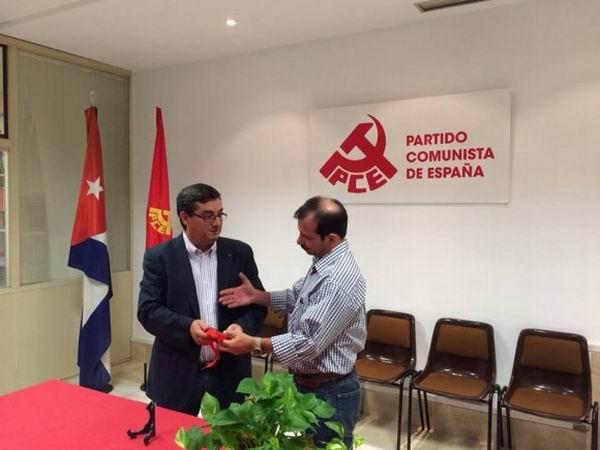 Recibi� Fernando Gonz�lez en Espa�a medalla conmemorativa
