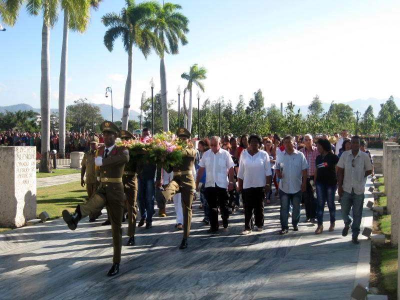 Homenaje de los santiagueros a Martí y a Fidel