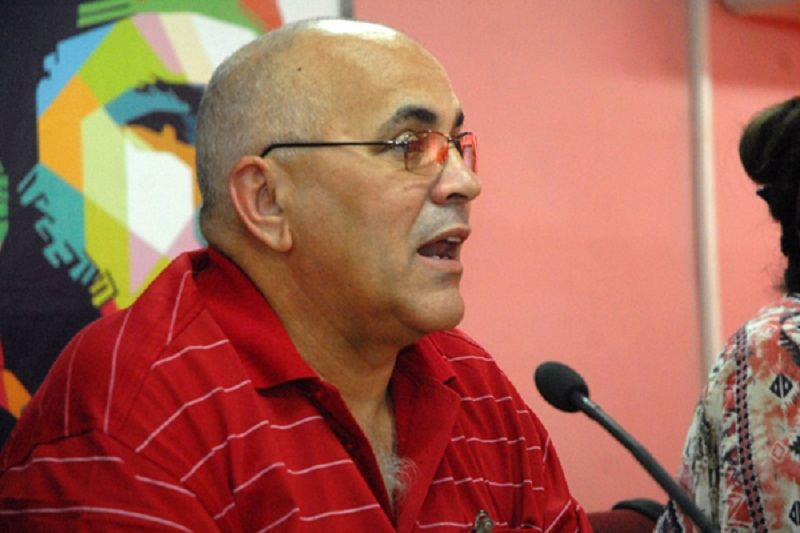 Insists on assistance from CDRs to debates on the Constitution
