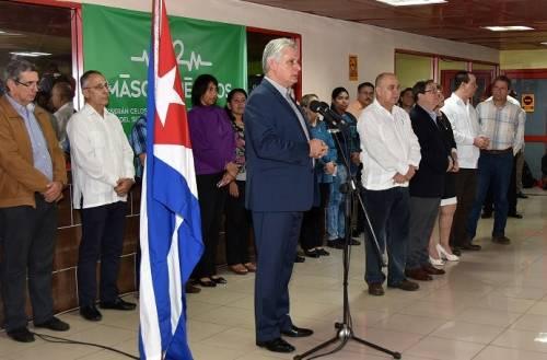 Diaz-Canel congratulates Cuban and Latin American doctors