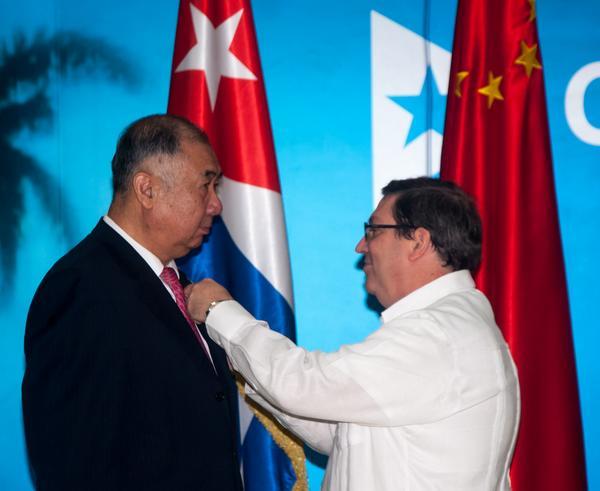 Cuba grants Chinese ambassador the Friendship Medal