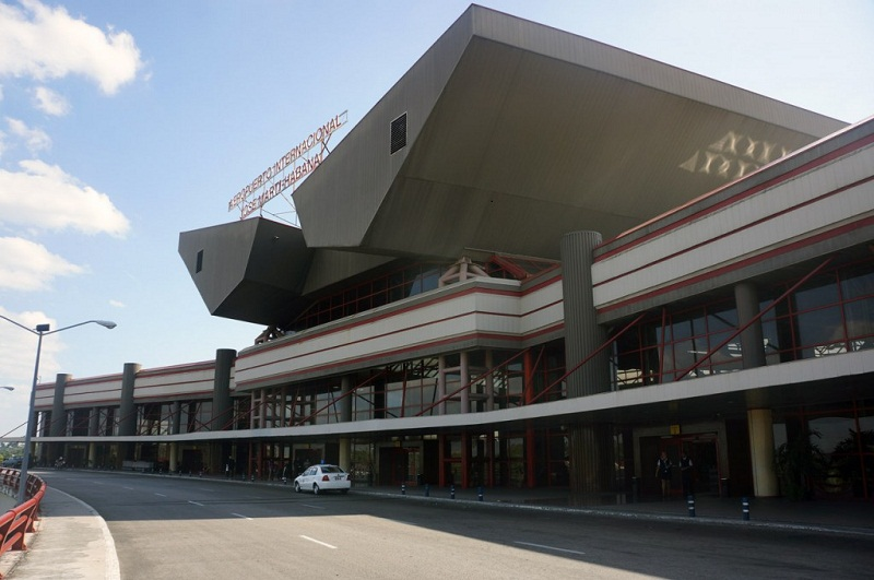 Cuba looks for investor to build airport hotel