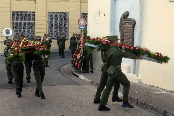 Ofrendas florales para m�rtires del levantamiento de Santiago de Cuba (+Audio)
