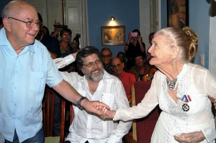 Felicita Raúl Castro a la poetisa Carilda Oliver, en su aniversario 95 (+Audio y fotos)