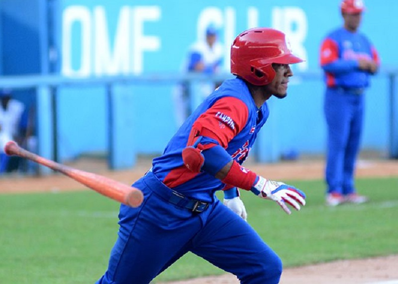Cuban outfielder Santos to play in Colombian Professional Baseball