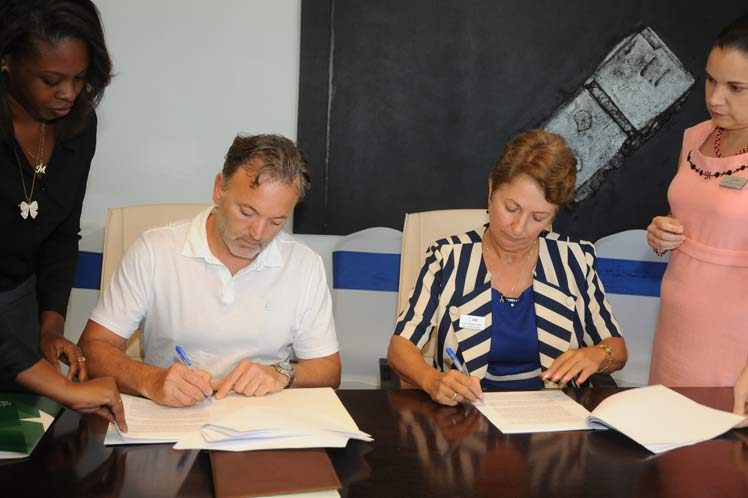 Cuba and Canada sign contract on health tourism for the elderly