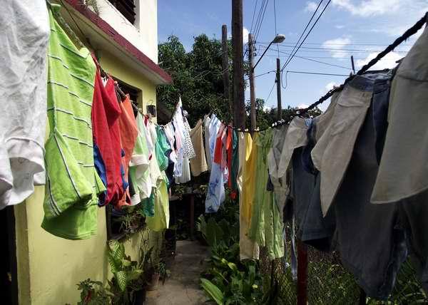 Lave la ropa antes de usarla