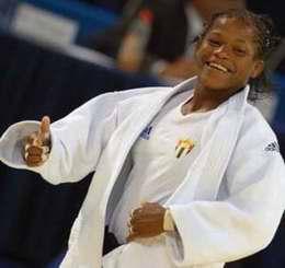 La judoca Yanet Bermoy, de los 52 kilos, derrotó hoy por técnica de wazari a la belga Ilse Hielen, y aseguró, con plata, la primera medalla para Cuba en los Juegos Olímpicos de Londres