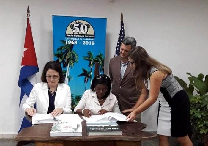 Firman memorando de entendimiento botánicos de Cuba y Estados Unidos