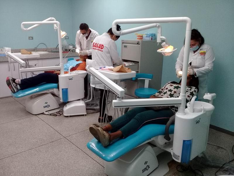 Garantizan salud bucal a venezolanos
