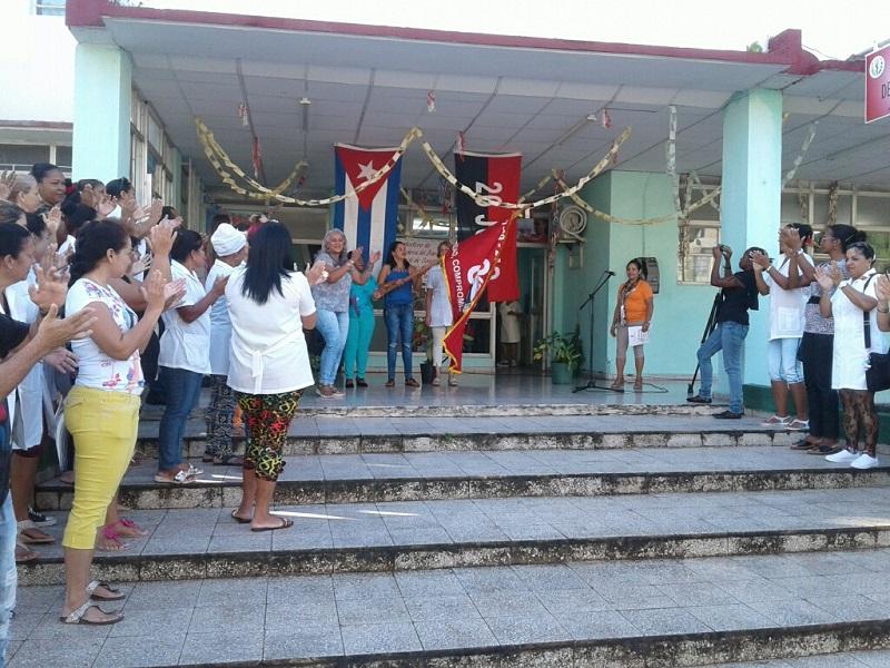 Reciben en Guantánamo bandera 80 Aniversario de la CTC