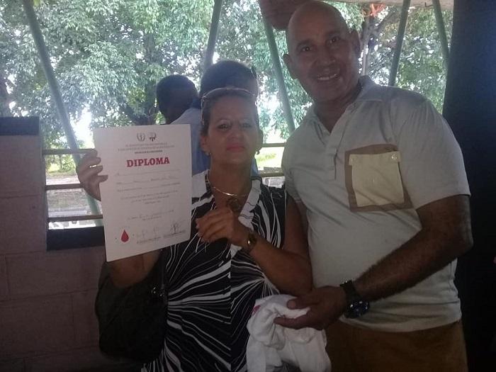Reconocen a Donantes Voluntarios de Sangre en La Lisa (Fotos)