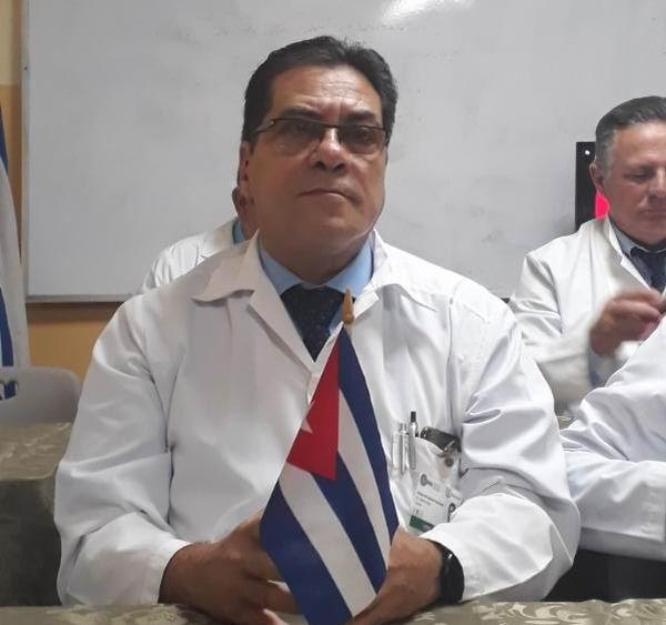 Dr. Enrique Mitchel Esteban Hernández, director del Instituto de Neurología y Neurocirugía.