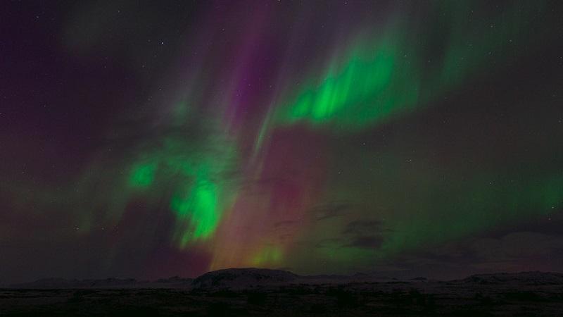 La rara proyección de columnas de colores sobre los cielos de Rusia