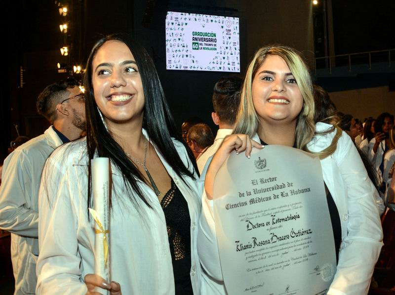 Graduación Aniversario 60 del Triunfo de la Revolución, de la Universidad de Ciencias Médicas de La Habana, en el Teatro Karl Marx, en La Habana, el 18 de julio de 2019. ACN FOTO/Marcelino VÁZQUEZ