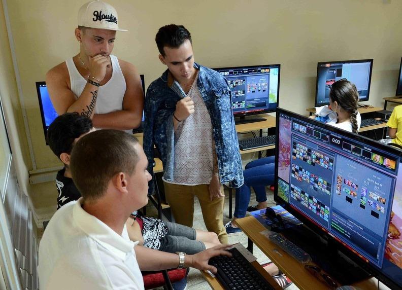 Cuba otorga más de tres mil licencias de redes privadas de datos