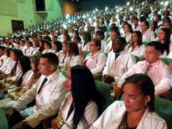 Nuevos médicos para Cuba y el mundo