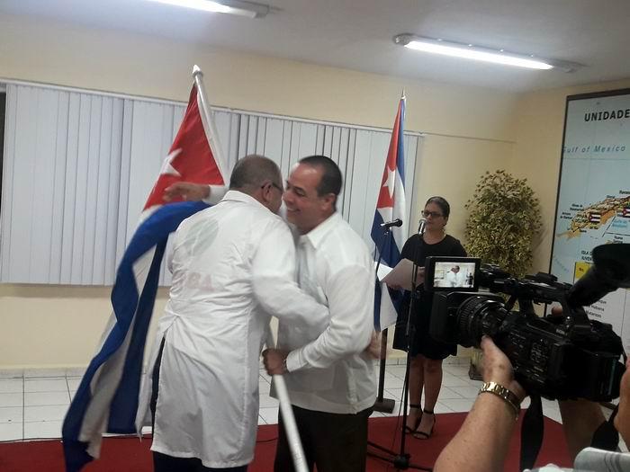 Ministro de Salud cubano abandera brigada que partirá hacia Mozambique