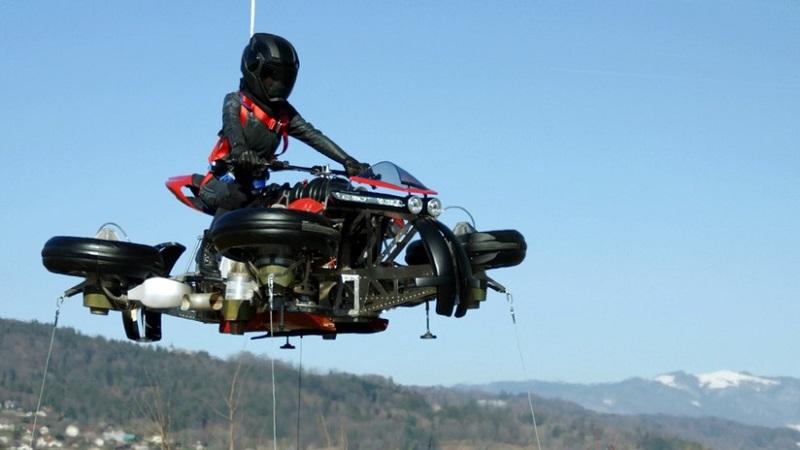 Muestran al mundo la primera moto voladora