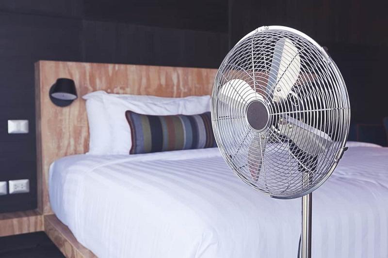 Trate de no poner un solo ventilador donde se duerme