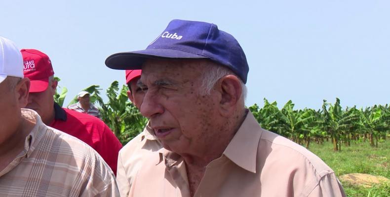 Recorre Machado Ventura entidades ganaderas y agrícolas en Camagüey