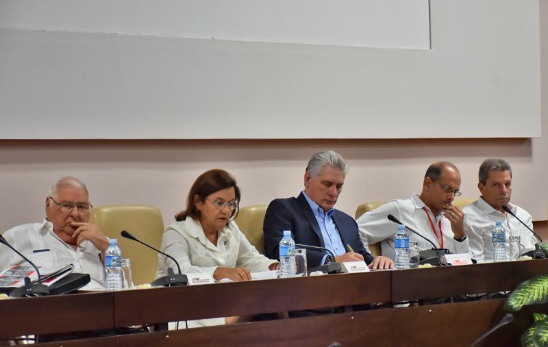 Preside Díaz-Canel clausura del Simposio sobre la Revolución cubana