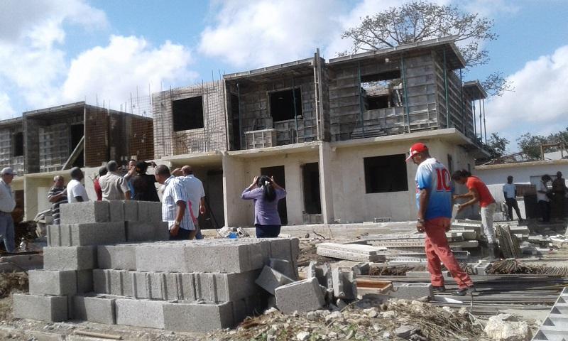 Aceleran construcción de viviendas para damnificados del tornado