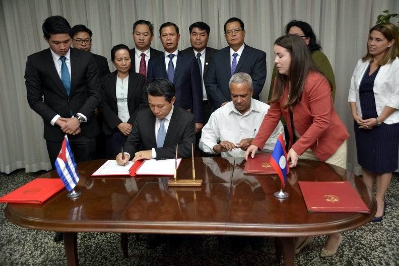 Firman Cuba y Laos Acuerdos de Cooperación en materia económica, comercial y de salud
