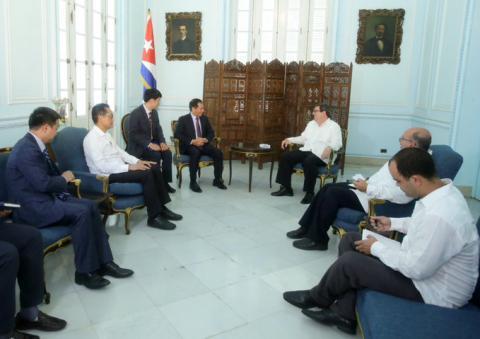 Recibió Bruno Rodríguez al viceministro primero de Relaciones Exteriores de Vietnam