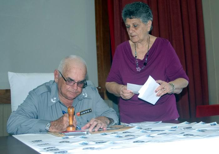 Cancelan sello postal por aniversario 60 de la PNR
