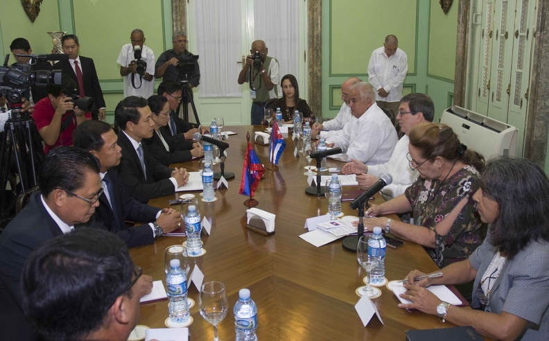 Cuban and Laotian FMs hold talks in Havana