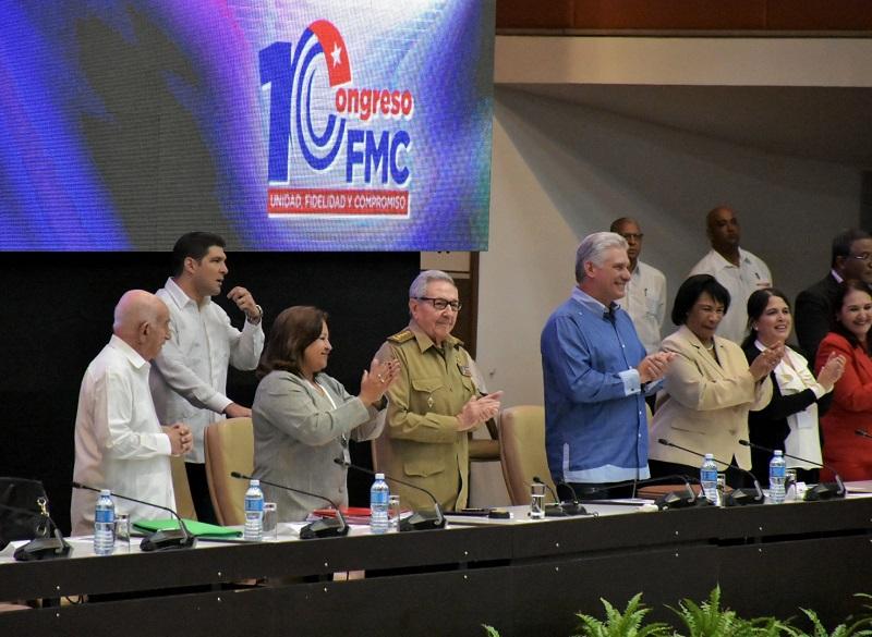 Presiden Raúl y Díaz-Canel clausura del X Congreso de la FMC