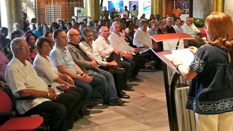 Preside Díaz-Canel acto de entrega de la Distinción por la Cultura Nacional