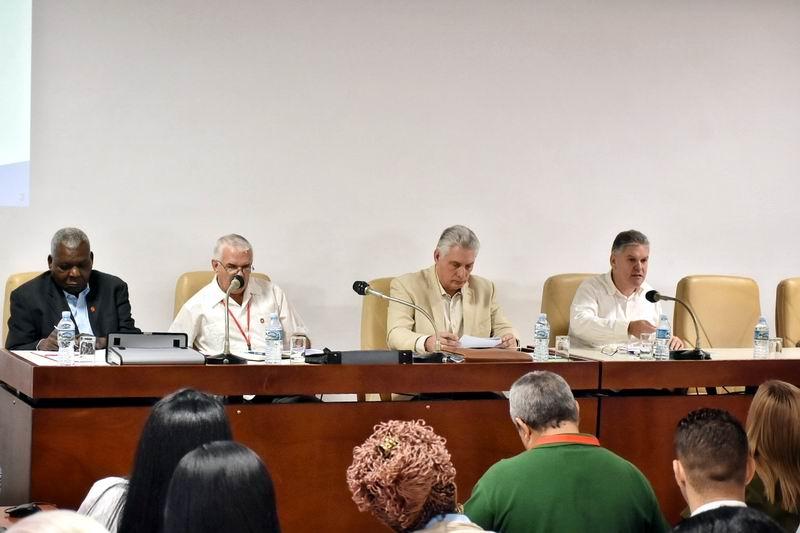 Asiste Díaz-Canel a debates de Comisiones de Trabajo del Parlamento cubano