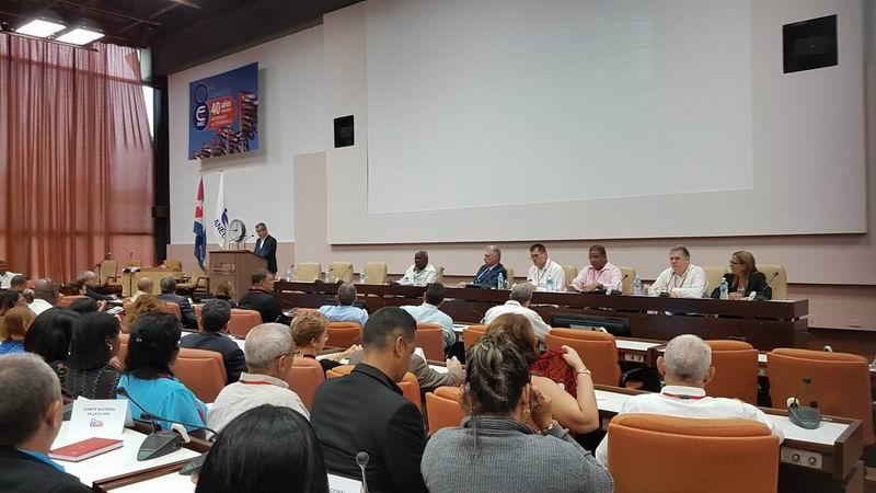 Presidente cubano asiste a la clausura del VIII Congreso de la ANEC