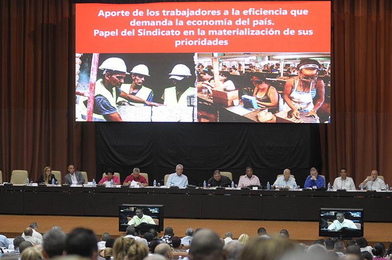Díaz-Canel preside comisión de temas económicos