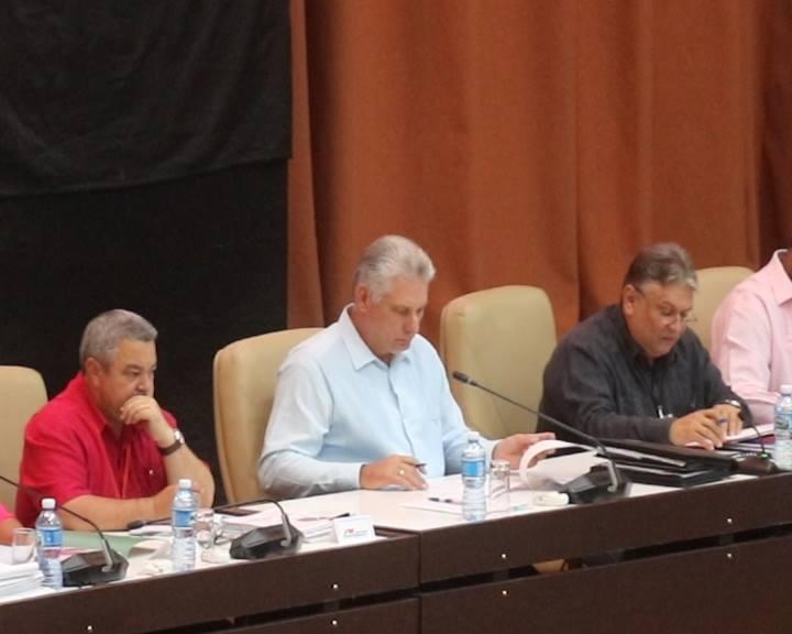 Díaz-Canel preside comisión de temas económicos (+Fotos y Video)