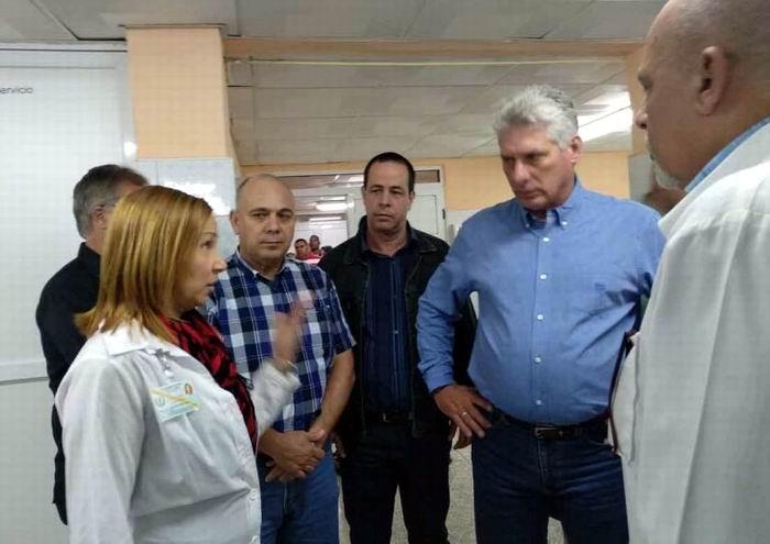 Díaz-Canel visitó distintas áreas del principal hospital espirituano. (Foto: @PresidenciaCuba)