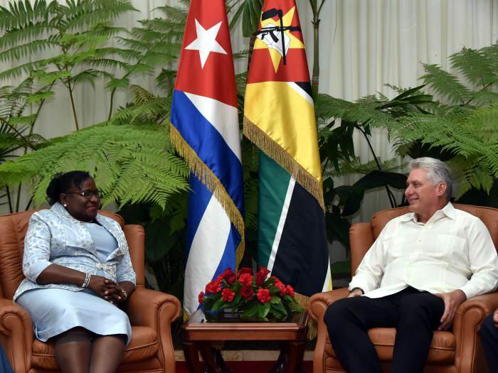 Díaz-Canel receives the President of the Parliament of Mozambique