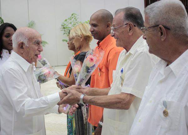 Preside Machado Ventura entrega de la medalla por la Defensa de la Patria