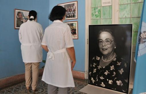 🎧 Visitan cienfuegueras la Expo Fotográfica Mujeres en Revolución