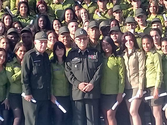 Nuevos graduados universitarios del Ministerio del Interior