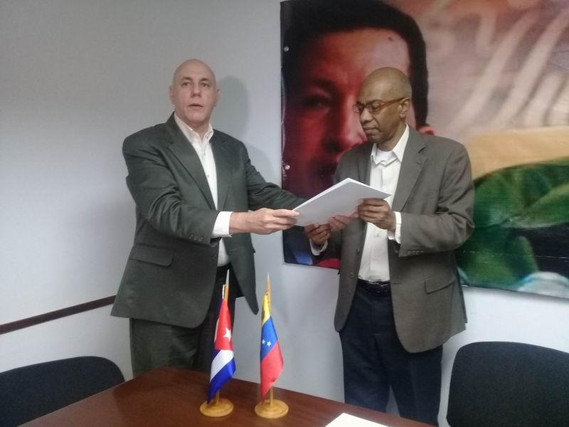Colaboradores cubanos aportan donación financiera para damnificados