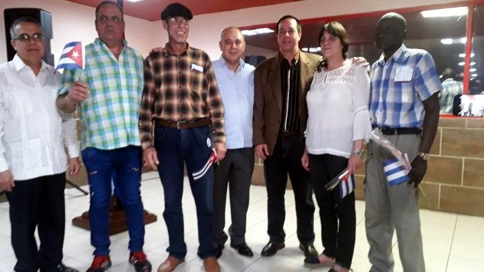 Llegan en segundo grupo médicos que fueron detenidos en Bolivia