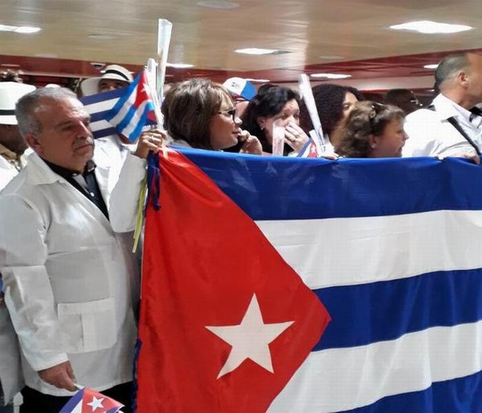 En la Patria último grupo de médicos cubanos procedentes de Ecuador