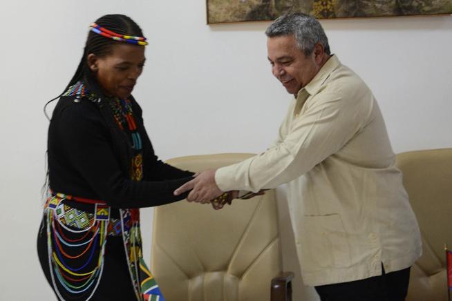 Firman memorando de entendimiento sindicatos de Cuba y Sudáfrica